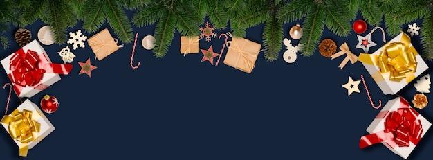 Świąteczny poziomy baner płaski świecki ornament ozdoba z miejscem na kopię na niebieskim tle