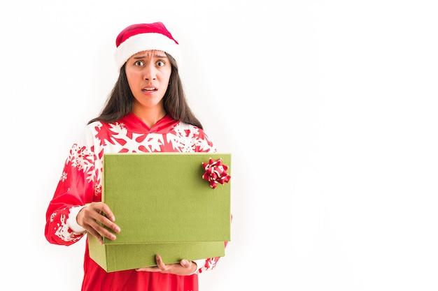 Świąteczny prezent stał się złym pomysłem na mikołaja na brzydkim swetrze nieszczęśliwej kobiety na święta bożego narodzenia