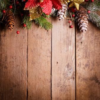 Świąteczny projekt obramowania na drewnianym tle