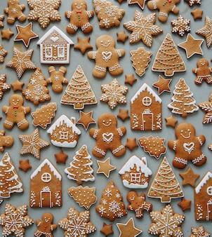 Świąteczny wzórzestaw piernikowy układ z wzorem ciasteczek w formie domku