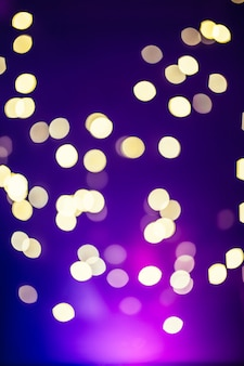 Światła na fioletowym tle