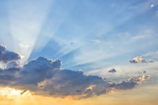 Światło linii promienia słońca