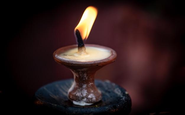 Światło świecy diwali w kathmandu, nepal.