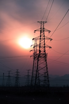Światło wieża widokowa na zachodzie słońca