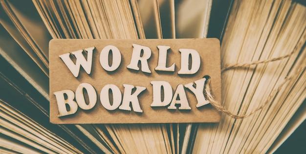 Światowy dzień książki. książka w tle.