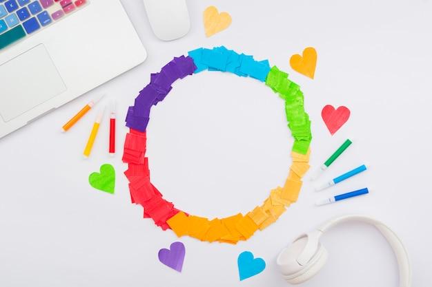 Światowy szczęśliwy dzień dumy kolorowe serca