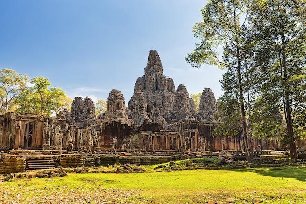 Świątynia bayon, angkor thom, siem reap, kambodża.