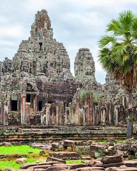 Świątynia bayon w angkor wat, kambodża