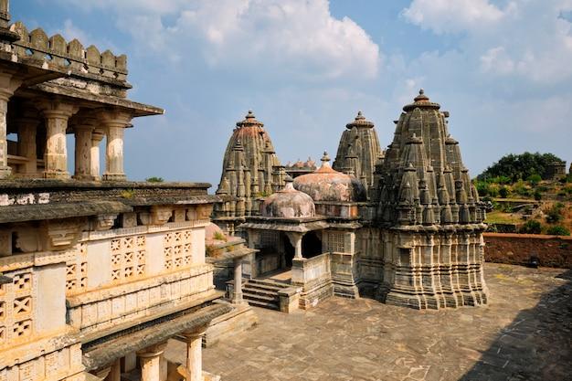 Świątynia ganesh w forcie kumbhalgarh. radżastan, indie