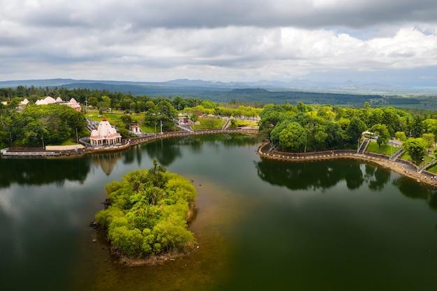 Świątynia ganga talao w grand bassin, savanne, mauritius.