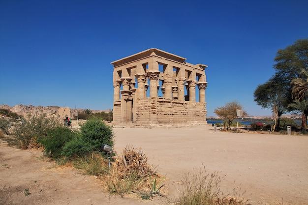 Świątynia izydy na wyspie philae, egipt