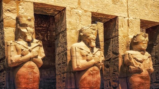 Świątynia karnak, sala kariatyd. luksor, egipt