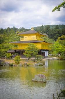 Świątynia kinkaku-ji. kioto. japonia