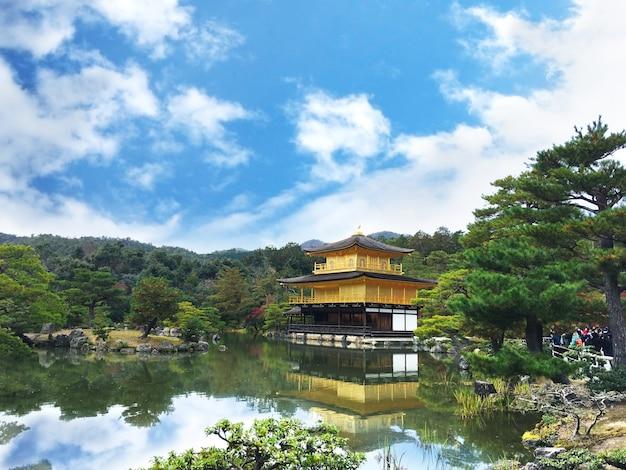 Świątynia kinkakuji, sławny punkt orientacyjny w kioto, japonia.