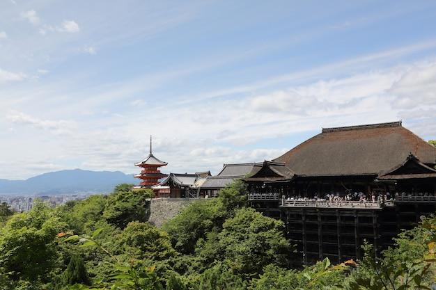 Świątynia kiyomizu dera w kioto, japonia