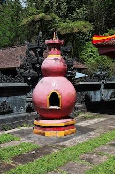 Świątynia na wyspie bali, indonezja