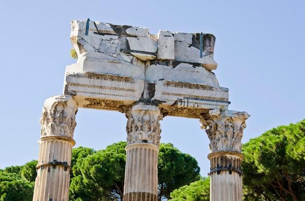 Świątynia polluksa i kastora na forum romanum we włoszech