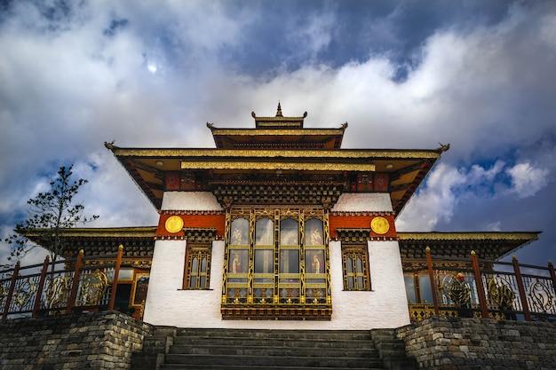 Świątynia w dochula pass bhutan