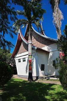 Świątynia w mieście padang, indonezja
