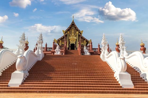 Świątynia w the royal ratchaphruek park w chiang mai