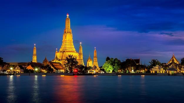 Świątynia wat arun w bangkoku w tajlandii.