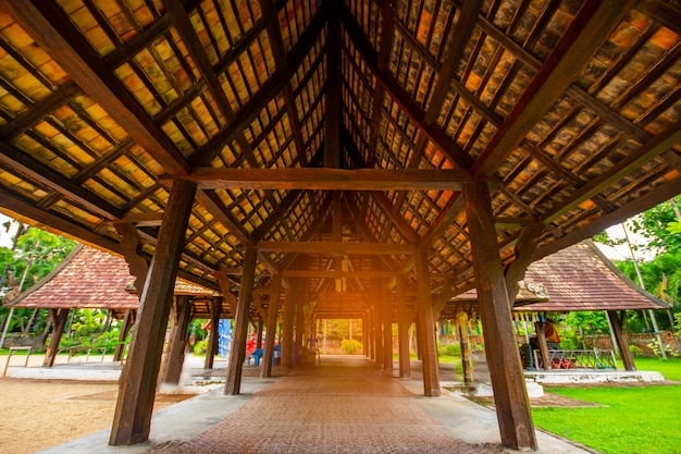 Świątynia wat ton kainstara świątynia wykonana z drewna, znana jako symbol miasta w chiang mai tajlandia