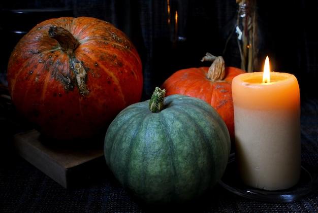 Świeca dyni jesienią