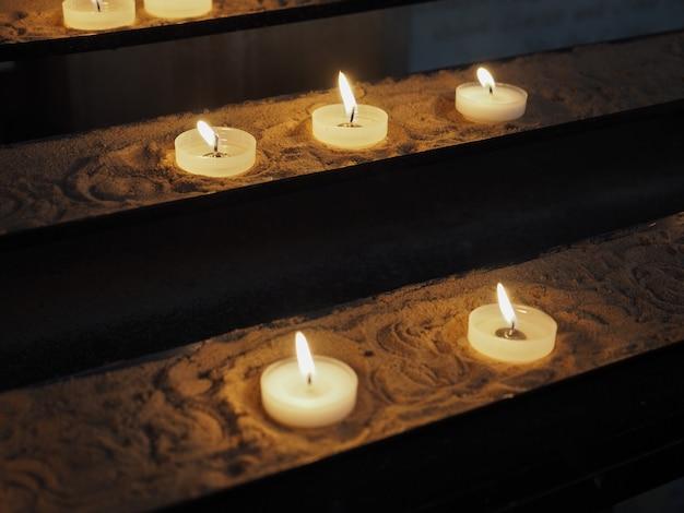 Świeca w kościele