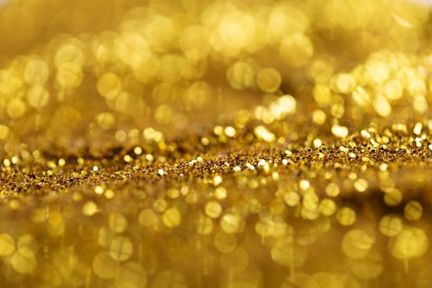 Świecące złoto błyszczy w świetle