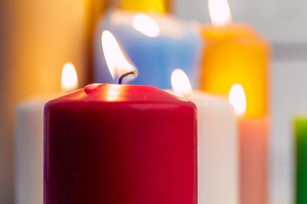Świece do oświetlenia domu