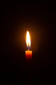 Świece na czarnym tle świeca płomień ogień naturalne zjawisko