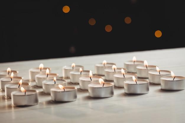 Świece płonące podczas świąt bożego narodzenia