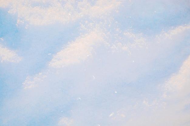 Świeciło w słońcu śnieg tekstura tło.