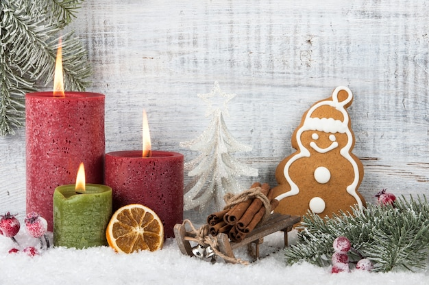 Świeczki bożonarodzeniowe i noworoczne, ozdoby świąteczne, ciasteczka świąteczne pierniczki