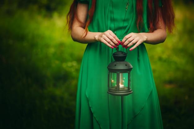 Świeczki mienia latarniowa kobieta