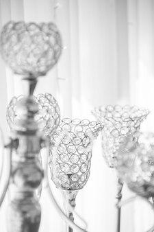 Świecznik kryształowy sparkle jest używany do dekoracji ślubnych