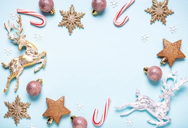 Święta bożego narodzenia elementy na niebiesko