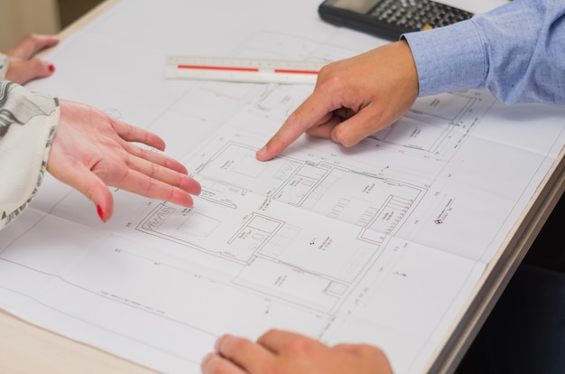 Świetna koncepcja projektu inżynierskiego i pracy grupowej