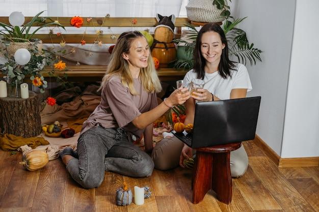 Święto dziękczynienia online wirtualna kolacja dziękczynna świętuje rodzinę i okazuje wdzięczność w nowej normalności