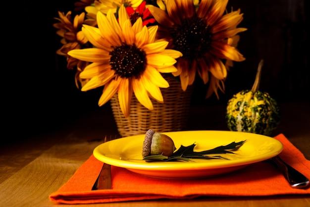 Święto dziękczynienia: stół do serwowania obiadu