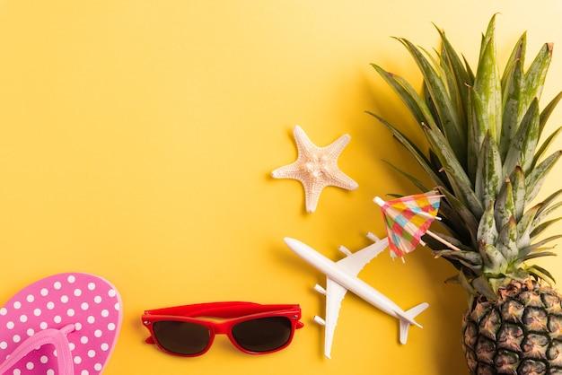 Świętuj summer pineapple day concept, flat lay