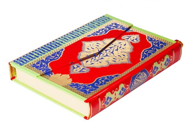 Święty koran na białym