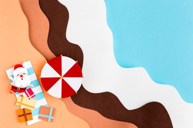 Święty mikołaj na plaży płasko leżał w stylu papieru
