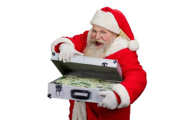 Święty mikołaj otwiera walizkę z pieniędzmi.
