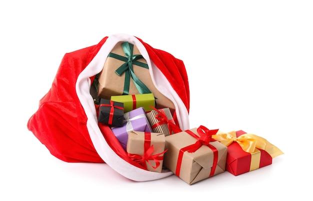 Święty mikołaj worek pełen prezentów na białym tle