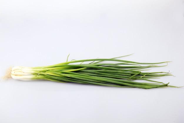 Świeża cebula gotowa do przetworzenia w celu wymieszania potraw