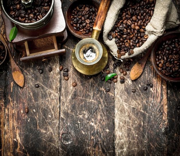 Świeża kawa z fasolami