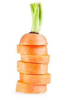 Świeża marchewka na białym tle