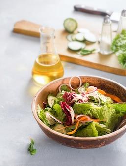 Świeża miska sałatkowa pyszna i zdrowa dieta koncepcja jedzenia