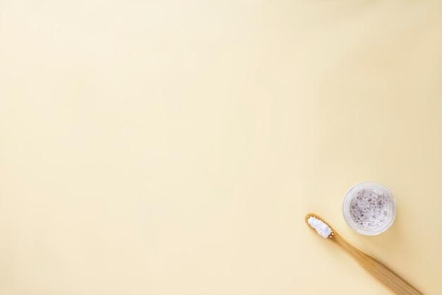 Świeża pasta do zębów aloe vera
